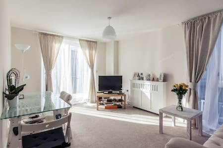 Ensuite double by Colindale tube
