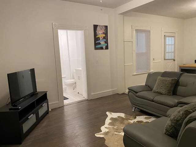 FRESHLY RENOVATED 2 BR APARTMENT!