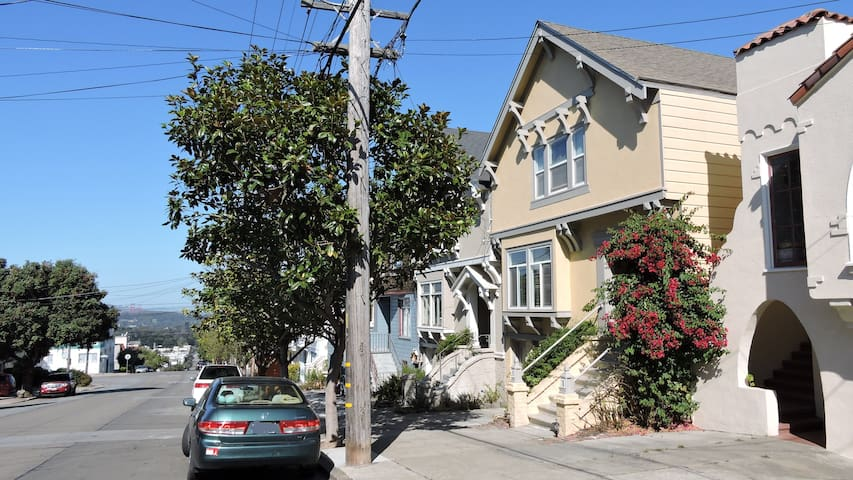 Privacy on 2 levels, 2100ft, 3bd/2.5b, UCSF, cozy