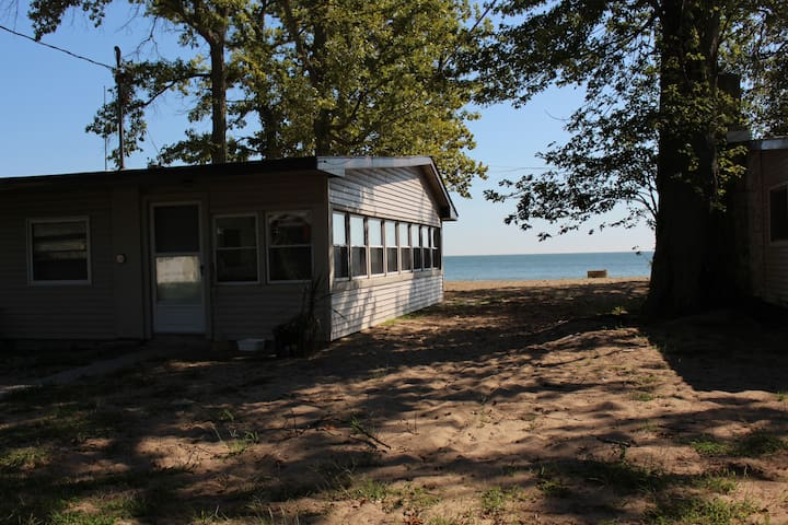 Judy's Cottage on Pelee's prettiest beach!
