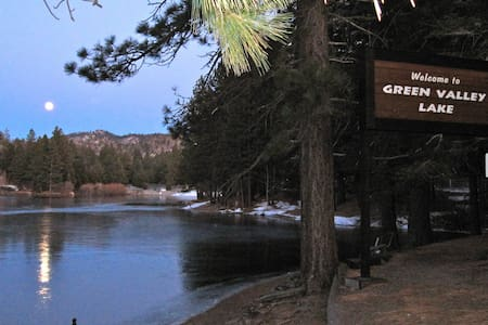 MOUNTAIN RETREAT 20 min from Lk Arrowhead/Big Bear - Green Valley Lake - Cottage