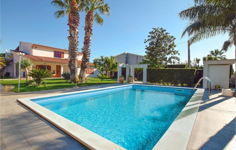 Holiday apartment with 2 bedrooms on 120m² in Comiso