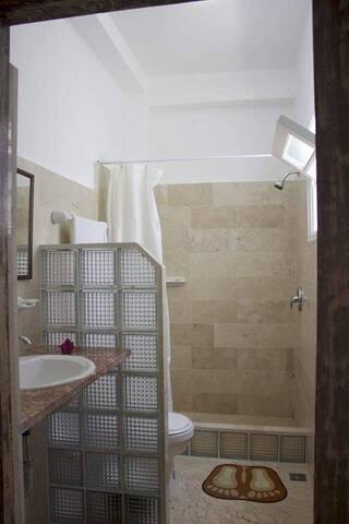 Baño de la Habitacion 1