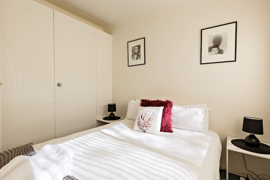 All our units Queen bedrooms are similar in presentation and  all fitted with 5 star Bed Mattresses : Chiropedic Bedding and extremely relaxing and comfortable. Similar with all single beds.