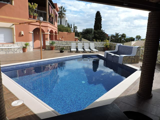 NUEVO.Villa con piscina en la Costa Tropical