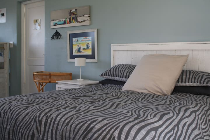 A comfortable queen size bed, good quality mattress, pillows and  bedding