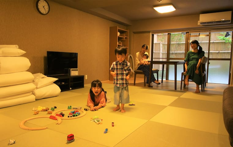 Playing toys in front of moms♪ ママ達の前でおもちゃ遊び♪
