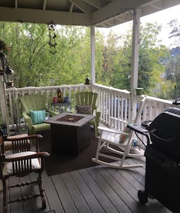 Cozy room nestled in heart of Placerville - Placerville - Casa