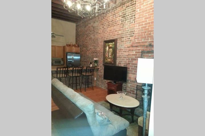 Historic Condo in the Arts District - New Orleans - Condominium