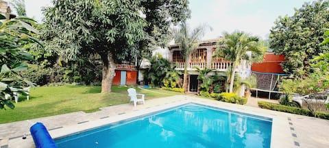 La casa de la  Abuela, Jardín y Temascal.