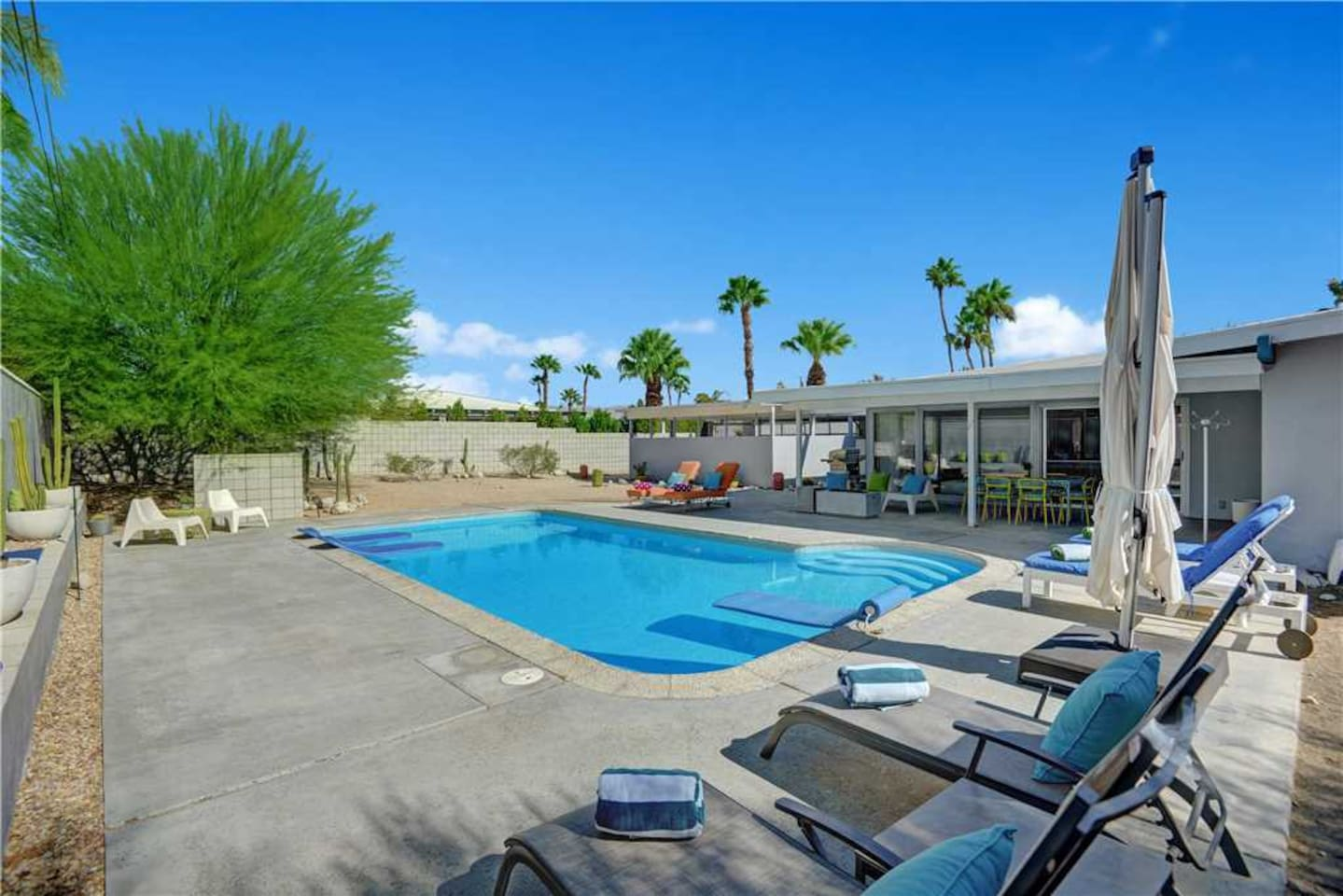 OVER CHAISE - Oranj Palm Vacation Homes