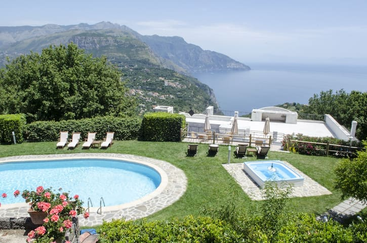 Garden View Room with pool in Villa, great view!