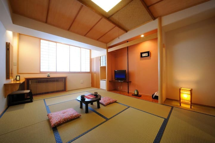 "A 250 Year Old Japanese Ryokan Hotel ""Suzukiya"" with Hot Spring, Breakfast and Dinner Included 【朝夕食付・モダン和室】"