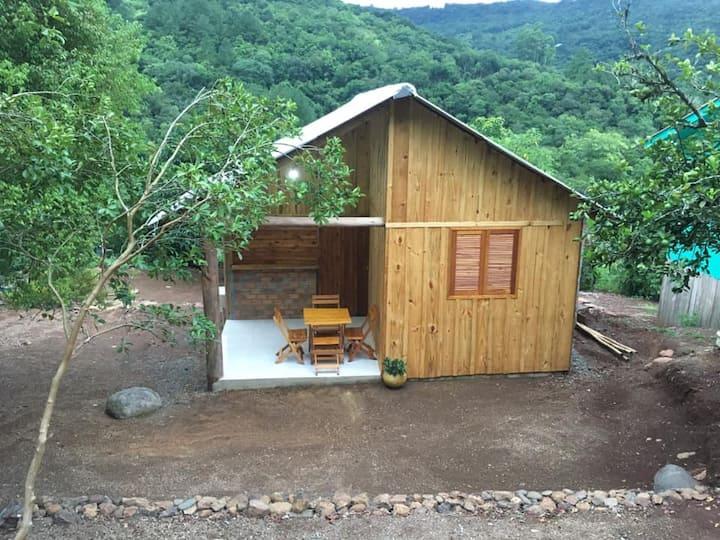 Cabana em meio à natureza