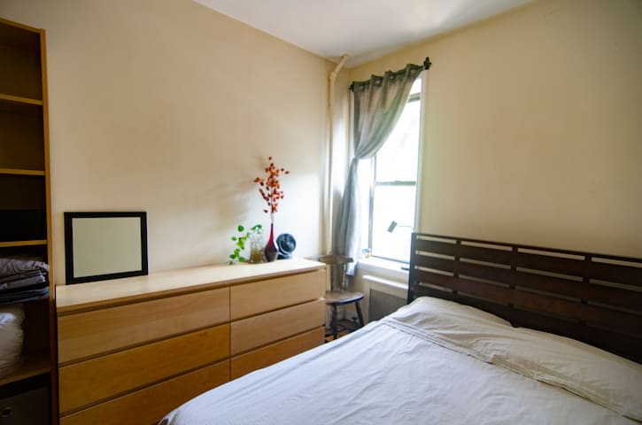 Comfy Room in Charming Tree Lined Park Slope