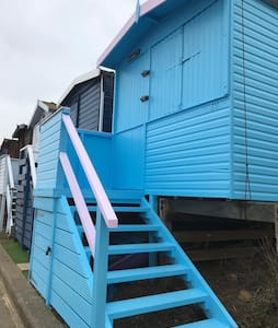 Frinton on Sea - 1st Line Beach Hut, Day Use Only