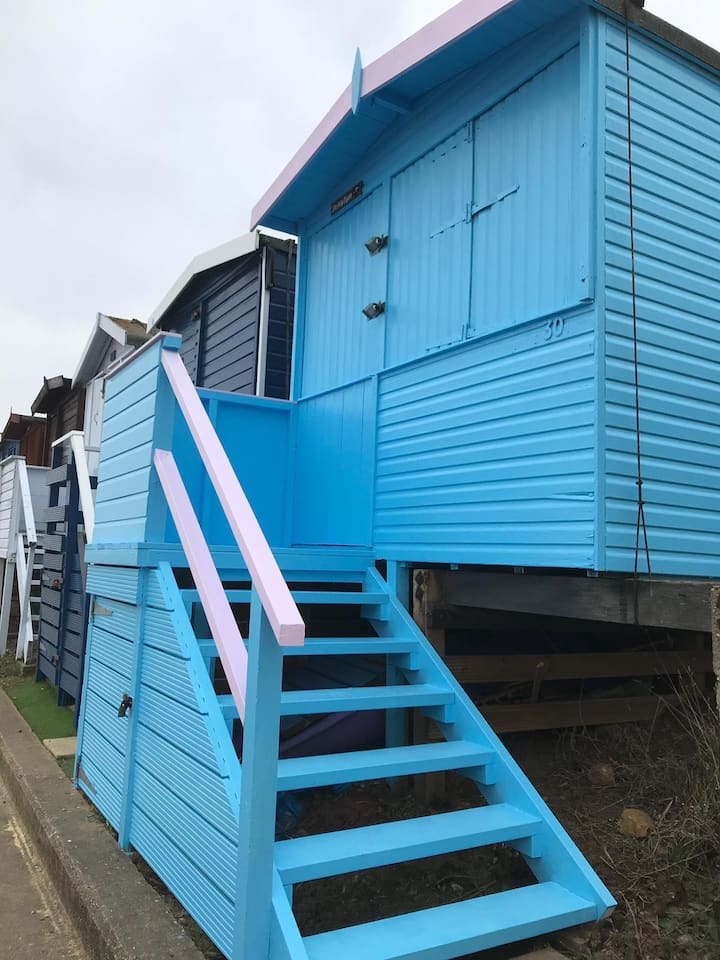 Frinton on Sea - 1st Line Beach Hut  Day Use Only