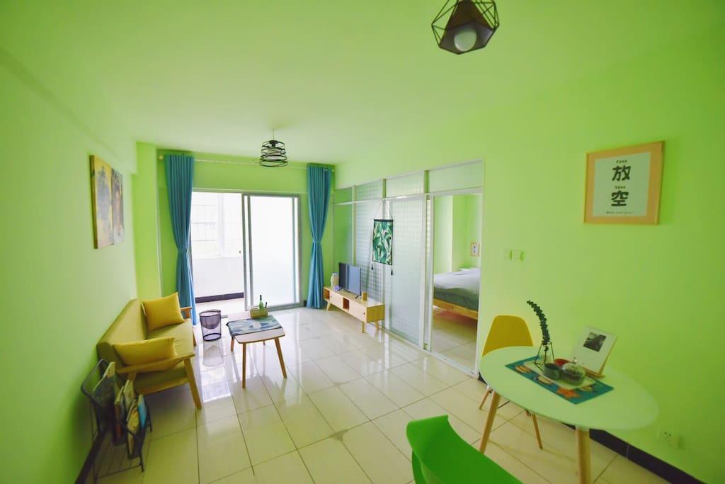翠绿的客厅用清爽明亮迎接您