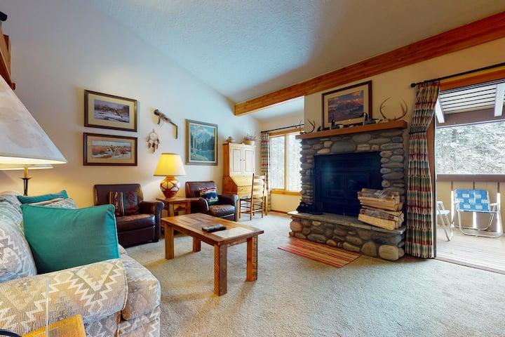 Family-friendly home between Jackson and Teton Village w/free WiFi/full kitchen!