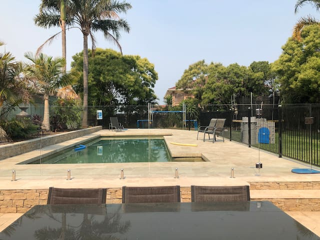 Backyard paradise for young families, near Manly