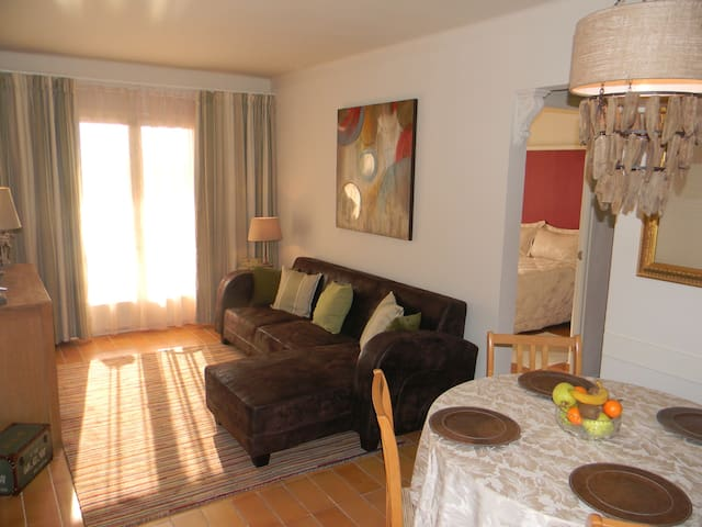 Estartit 2 bed apartment with communal pool