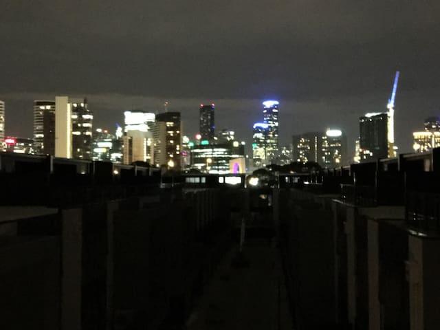 居家城市夜景