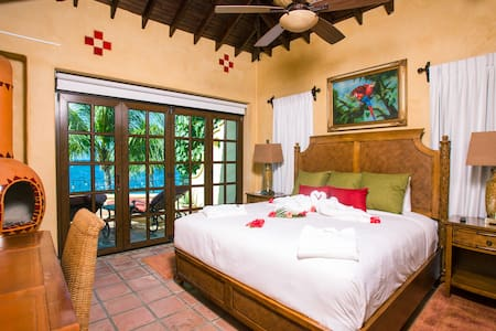 Oceana Suite at Caribe Tesoro - West Bay