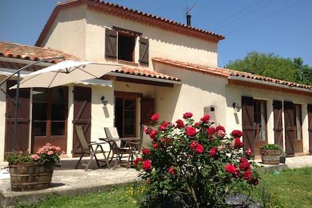 Chez Irene B&B - Saint-Quentin-la-Tour - Casa