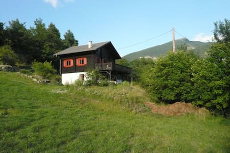 Beautiful Chalet, quiet location. - Beauvezer - Hytte (i sveitsisk stil)
