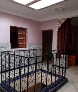 Charmante maison sur 3 niveaux neuf et très propre