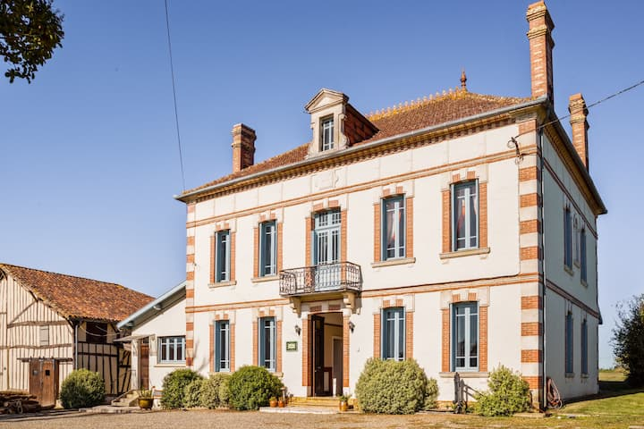 Vintage Mansion in Caupenne-d'Armagnac with Private Swimming Pool
