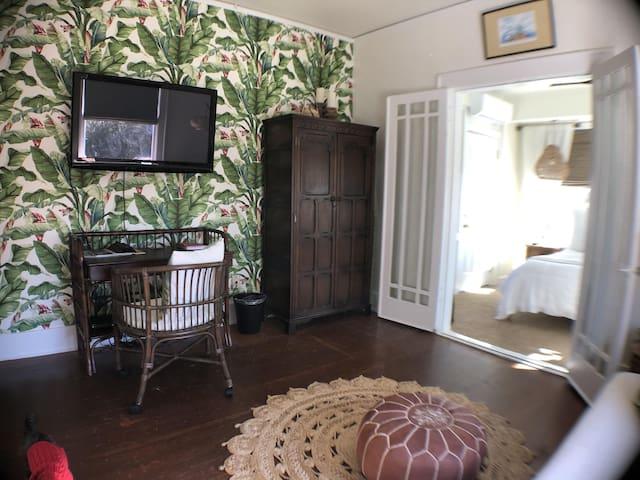 Luxury Balinese Room@AveO B&B - 4 Blocks to Beach!