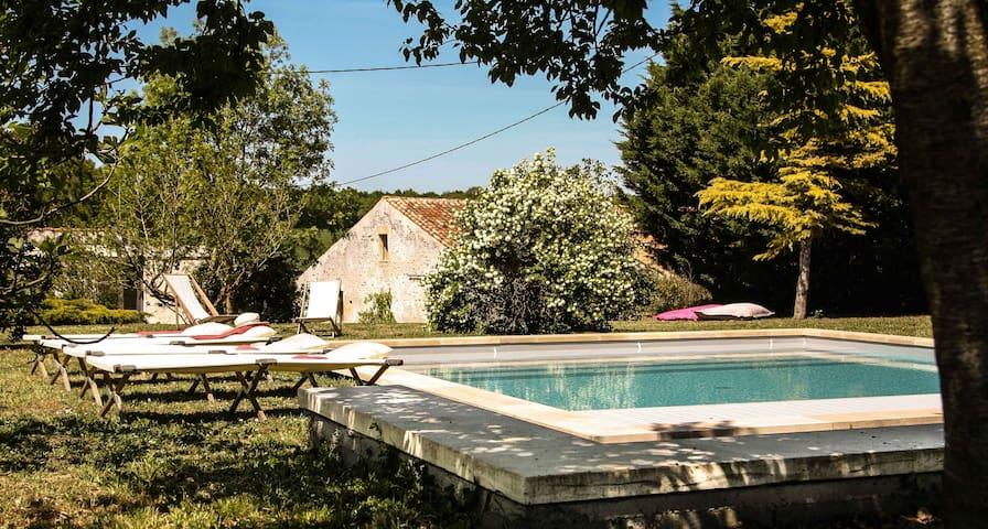 Cottage Ile d'Aix avec piscine 7x7m, 2 personnes - Saint-Coutant-le-Grand - บ้าน
