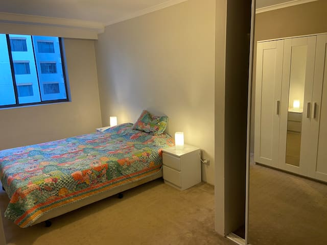 Large ensuite BR near Casino and Darling Harbour