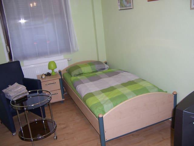 Haus Obersulm Zi.1 Einbettzimmer - Obersulm - Appartement