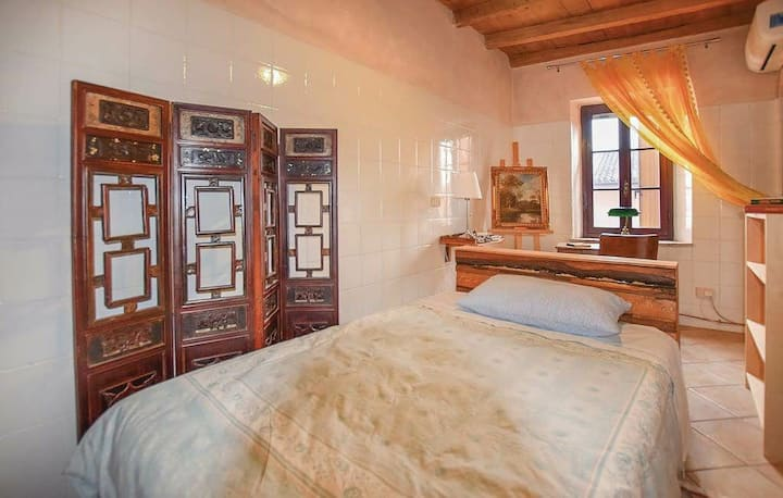 Private bedroom in  a classical Italian style