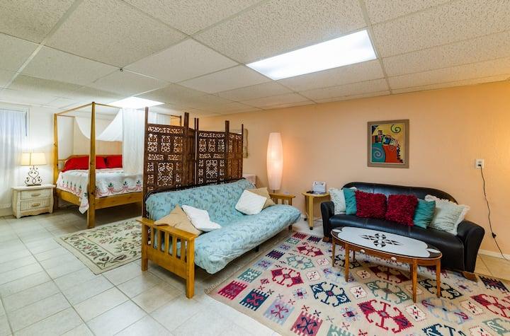 Spacious Comfy In-Law Suite Apt