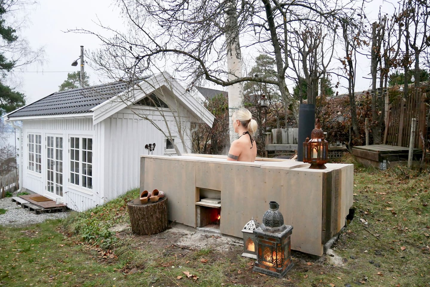 The woodfired outdoor bath is right next to the Tiny House with stunning views of the Oslo fjord. Fill the bathtub with warm water from a hose connected to the main house and keep it warm by lighting a fire in the underneath stove.