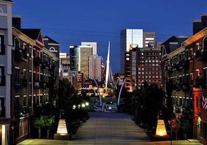 Downtown apt w/ riverfront view!
