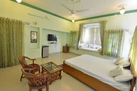GREEN ROOM OVERLOOKING FATEH SAGAR LAKE - Udaipur - Villa