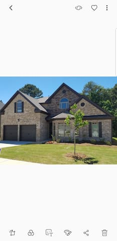 New home fully furnished 4bd/ 3.5 bath, fence