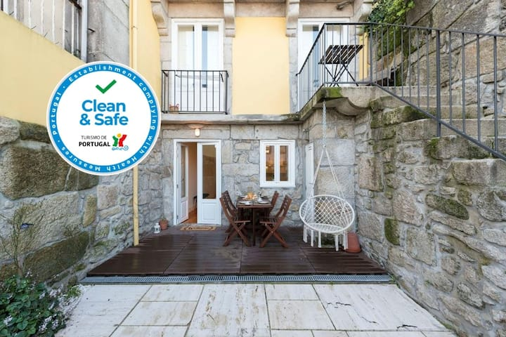Porto Peaceful Living W/ Backyard
