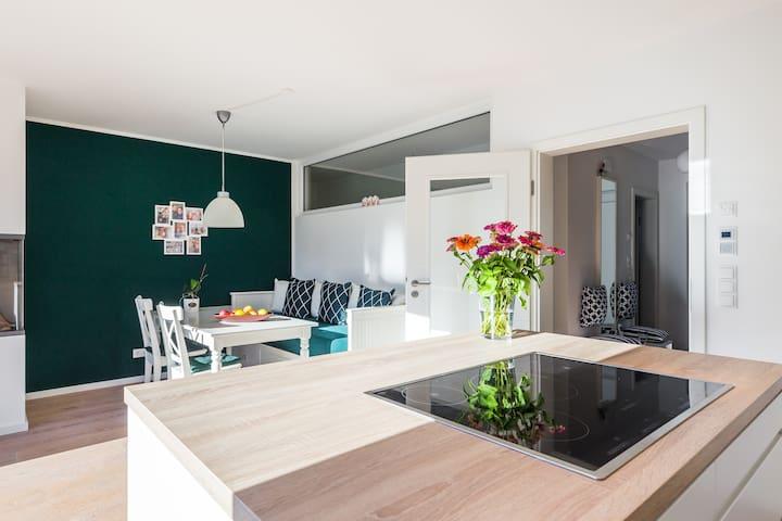 IDEAL FÜR GESCHÄFTSREISENDE// NEUBAU // MODERN - Amburgo - Casa