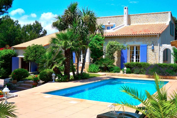 Chambre indépendante dans villa provençale vue mer
