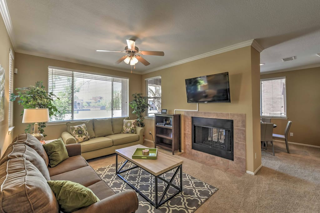 This condo boasts 2 bedrooms, 2 bathrooms & space for 6.