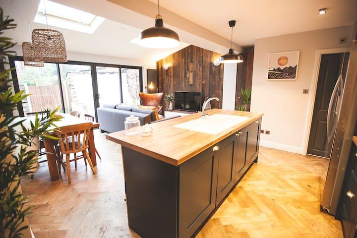 Amazing open plan home close to city centre