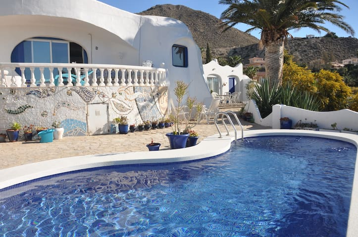 Romantic Gaudi villa in Coveta Fuma - El Campello