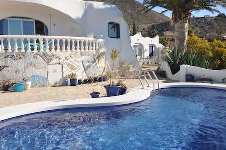 Romantic Gaudi villa in Coveta Fuma - El Campello - Bungalow