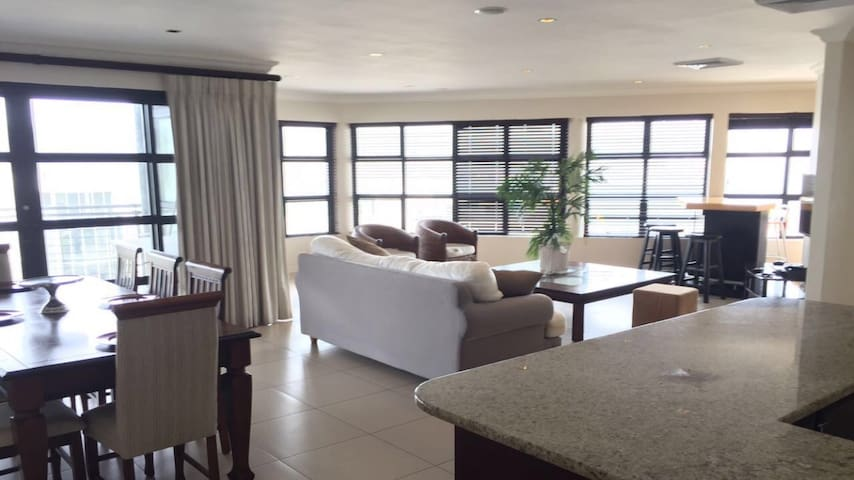 Luxury Harbour 4bed,3bath Penthouse - Durban