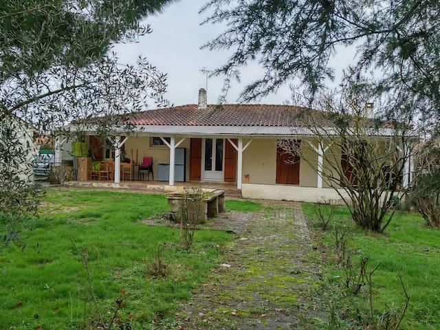 Chambre privée - Sainte-Eulalie - Haus